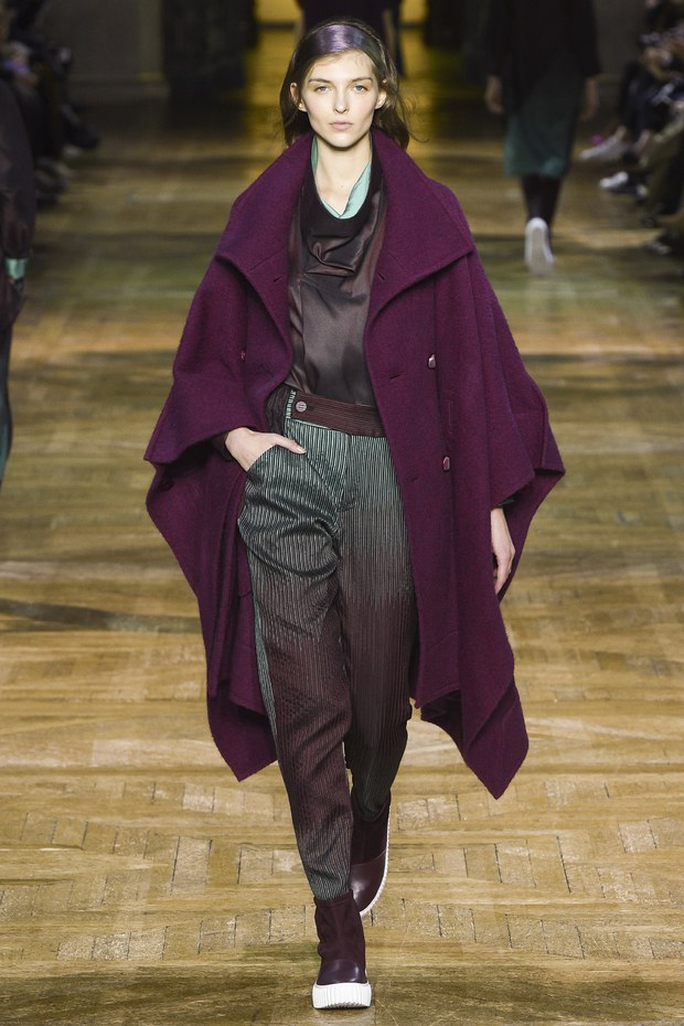 Обзор модной коллекции Issey Miyake — осень-зима 2017-2018 - Fashion ... 9ade652693d