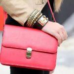Красная сумка — как и с чем носить